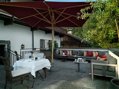 Gemütliche Terrasse mit Lounge-Möbeln