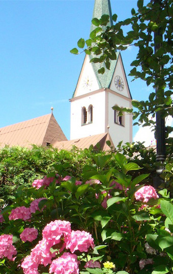 Blick auf die Stummer Kirche